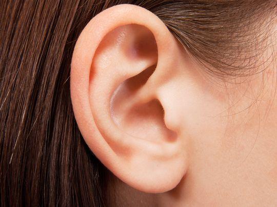 cara membersihkan kotoran telinga