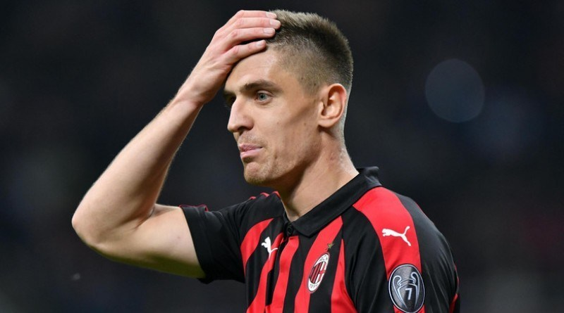Pelatih AC Milan Mendukung kritik Piatek
